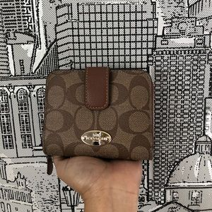 COACH Small Zip Around WALLET with coin holder💫